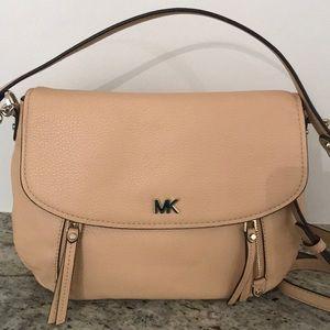 NWT 100% authentic Michael Kors Leather EVIE shoulder bag